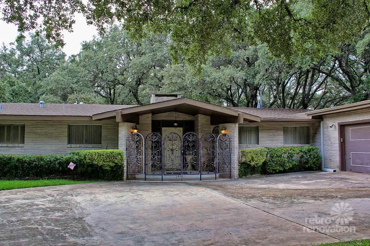 Impeccable 1972 Time Capsule House In San Antonio 33 Photos Retro Renovation
