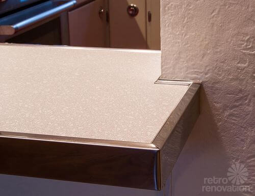 retro-aluminum-counter-top-edging