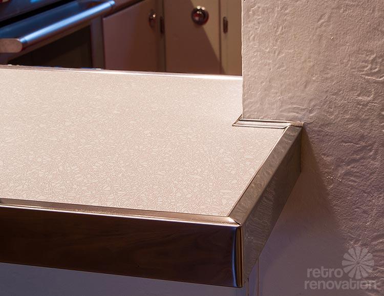 retro-aluminum-counter-top-edging