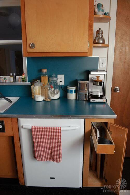 retro-cabinet-built-ins