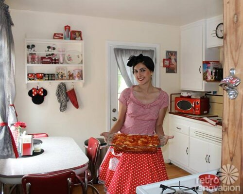 vintage-kitchen-pinup