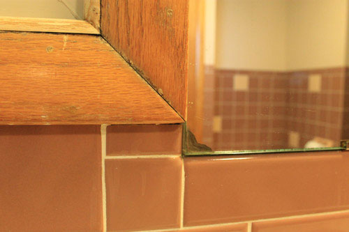 delaminated-bathroom-mirror