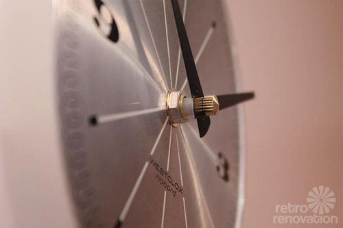 retro-clock-new-movement