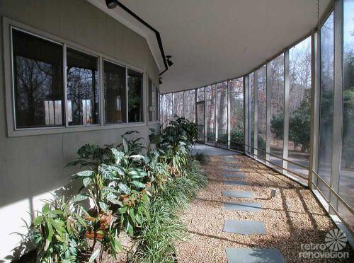 retro-round-house-covered-pathway