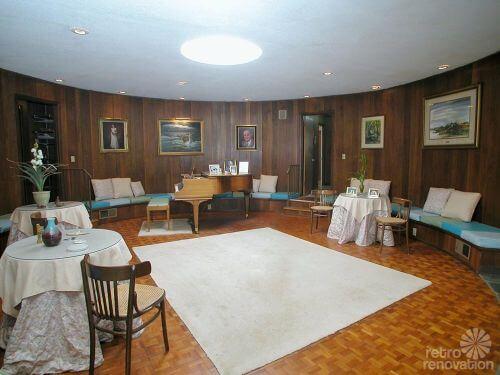 round-living-room-retro