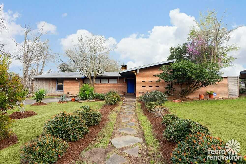 Classy 1958 mid century modern time capsule ranch house in Mid century modern homes for sale houston
