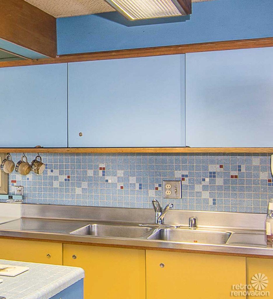 mid-century-kitchen-mosiac-backsplash