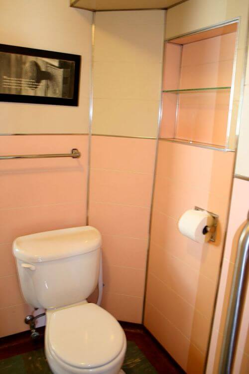 midcentury-pink-bathroom