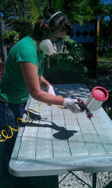 spraying-glaze-on-tiles