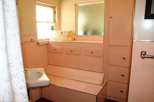 vintage-pink-bathroom
