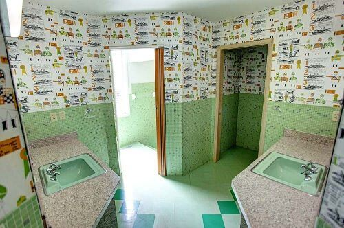 midcentury-green-tile-bathroom