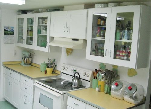 vintage-kitchen-jadeite-and-yellow