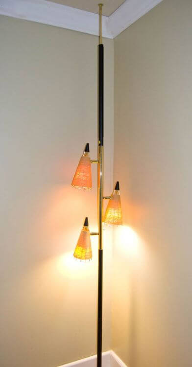 vintage-pole-light