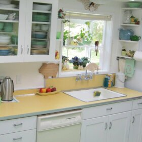 vintage-yellow-kitchen