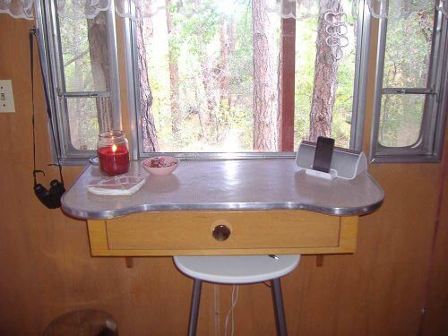 vintage-dressing-table