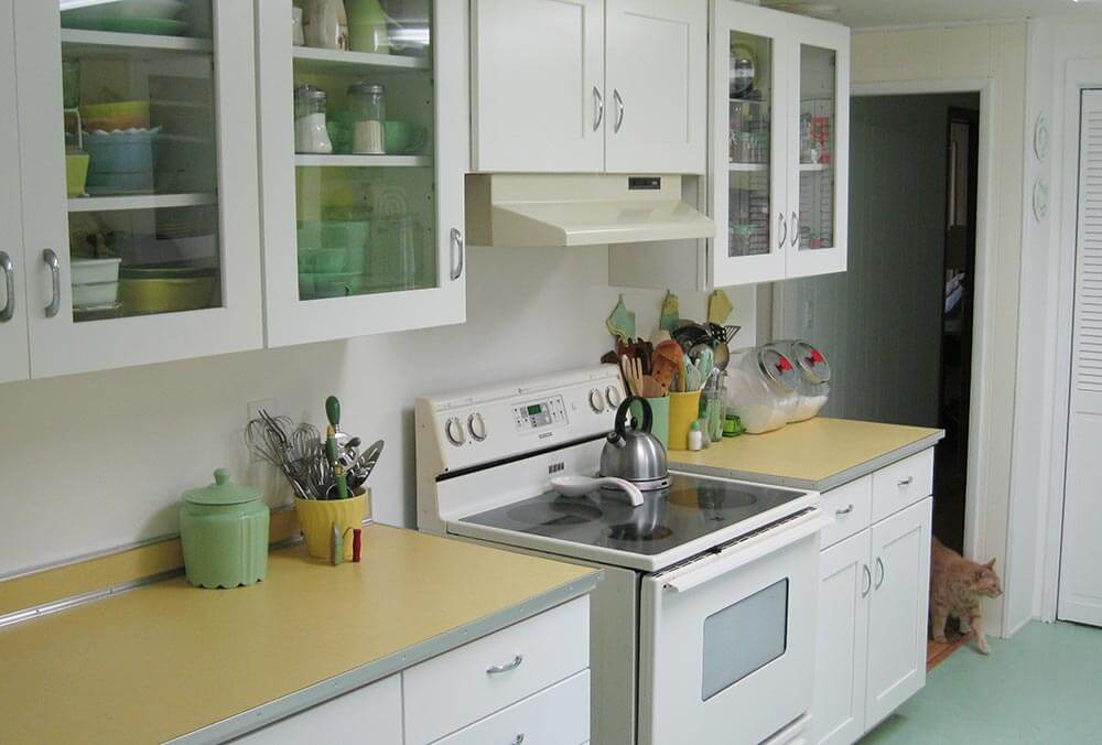 Maile Remodels A Dark 48s Kitchen Into A Sunny 48s Delight Custom 1970S Kitchen Remodel Minimalist Property