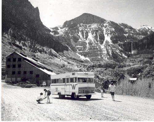 winnebago-camper-1960s-brave