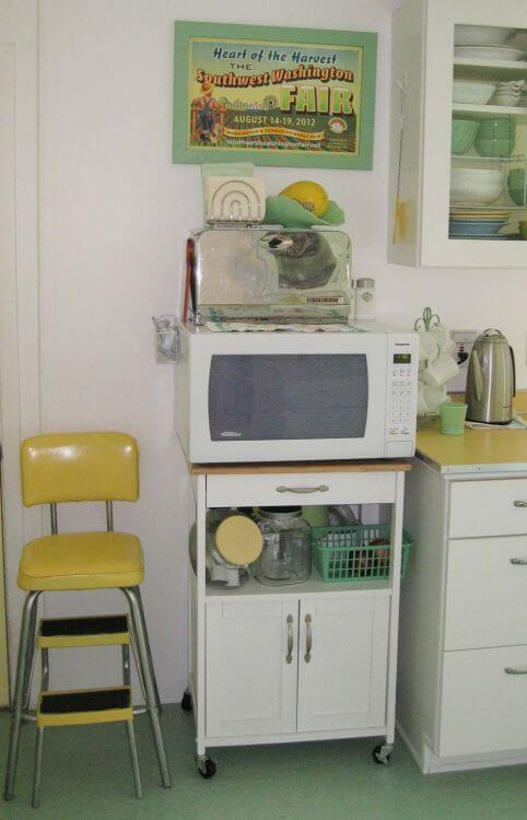 yellow-and-jadeite-kitchen