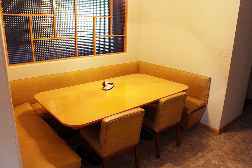 midcentury-banquette-eating-area