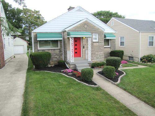 midcentury-home-front-door