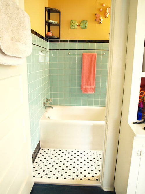 Kristen and paul 39 s 1940s style aqua and black tile for Retro bathroom designs