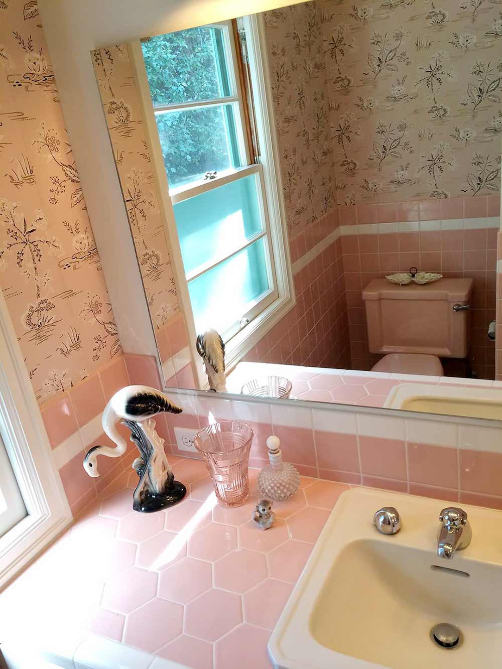 midcentury pink bathroom
