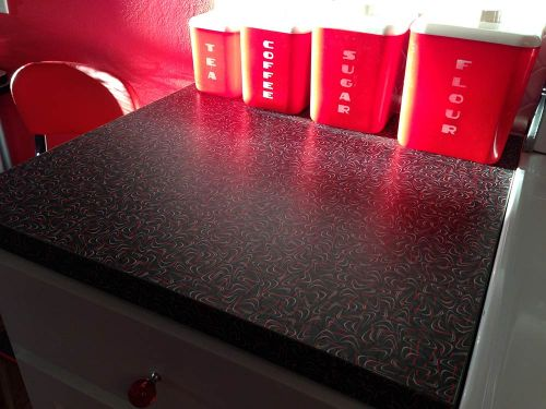 black-and-red-wilsonart-boomerang-laminate