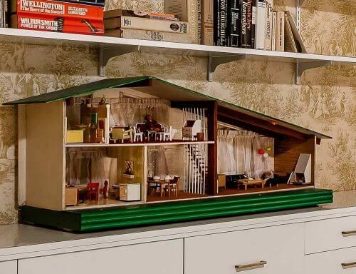 midcentury-dollhouse