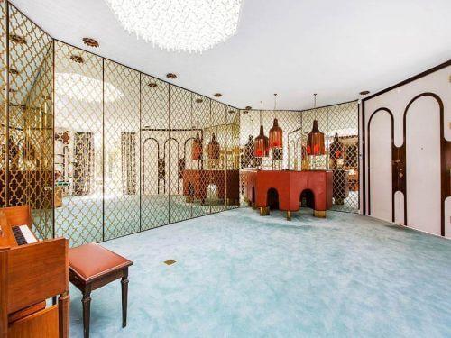 midcentury-mediterranean-living-room