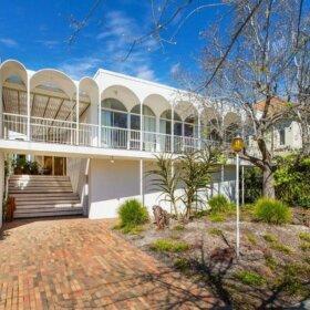 mid century modern home in australia
