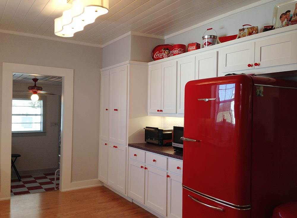 retro vintage red and white kitchen