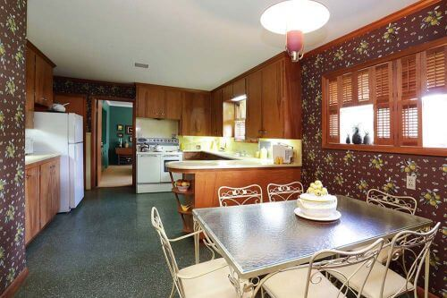 retro-yellow-and-brown-kitchen