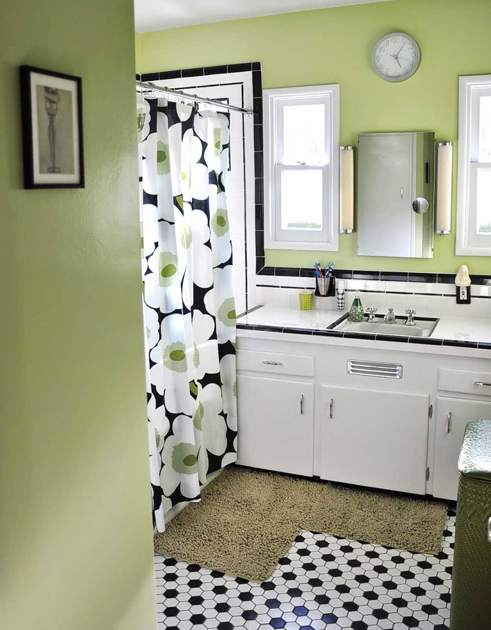 vintage black and white tile bathroom