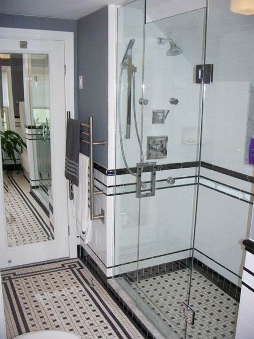 Black and white tile bathrooms done 6 different ways for Small bathroom design black and white