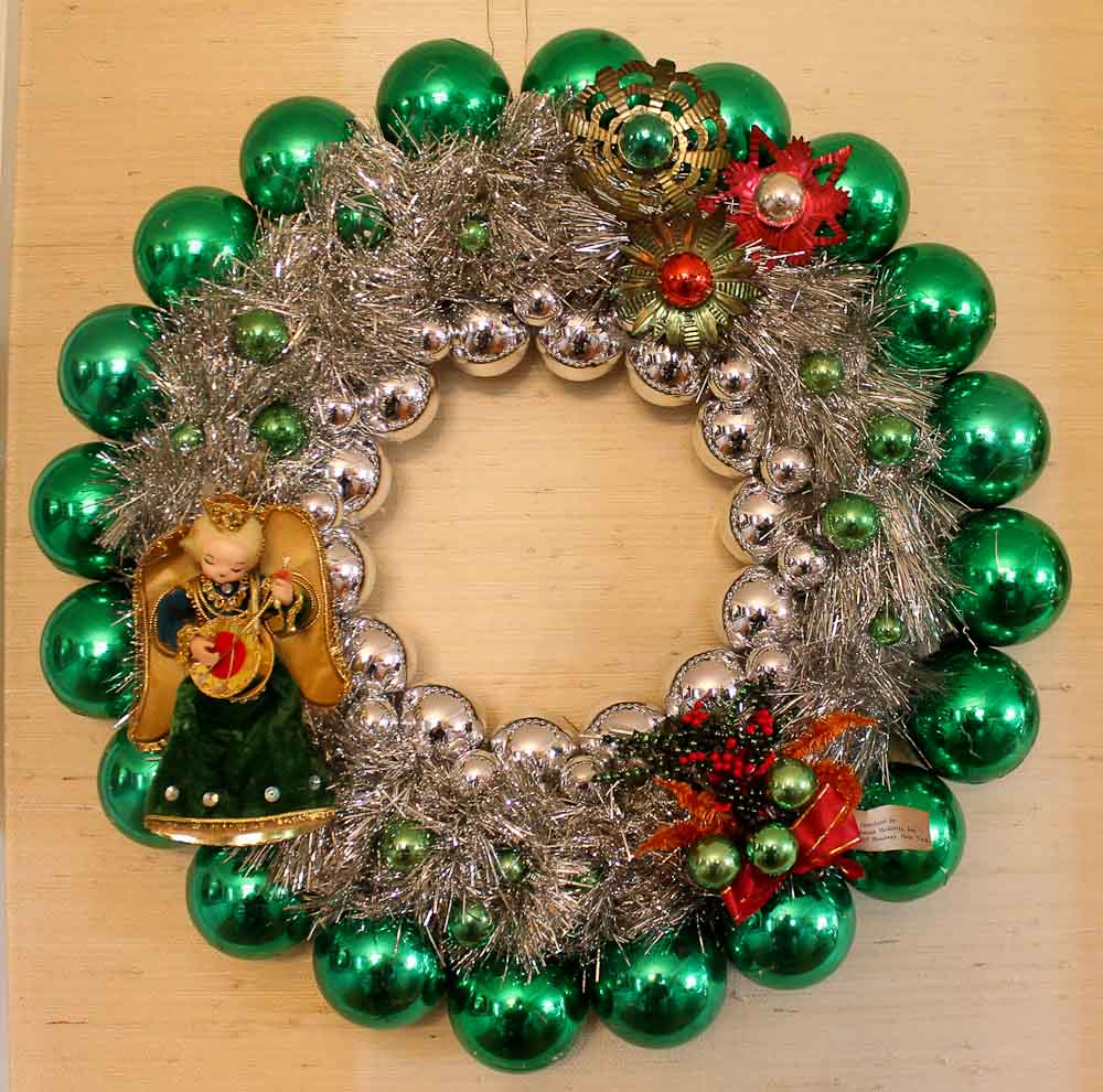 easy vintage chrismas ornament wreath