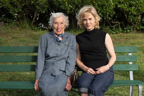 (L-R) MARGARET KEANE and AMY ADAMS on the set of BIG EYES. © 2014 The Weinstein Company. All rights reserved.