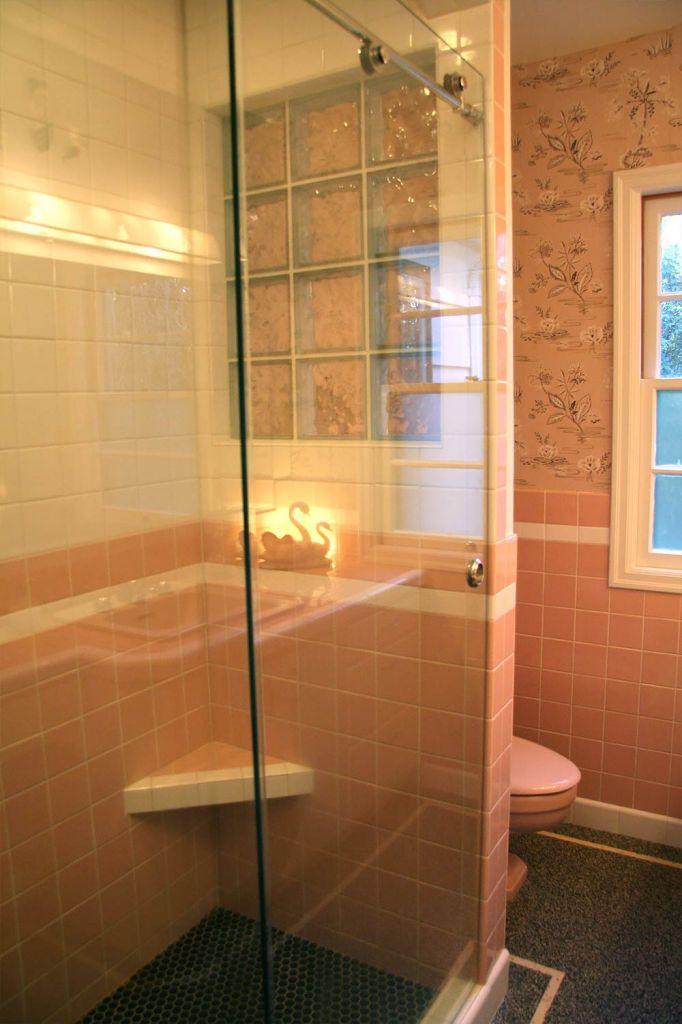 HMI Cardinal glass shower doors