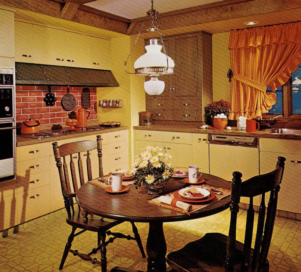 1970s kitchen design one harvest gold kitchen decorated  : 1970s early american kitchen 1 from retrorenovation.com size 1000 x 904 jpeg 148kB