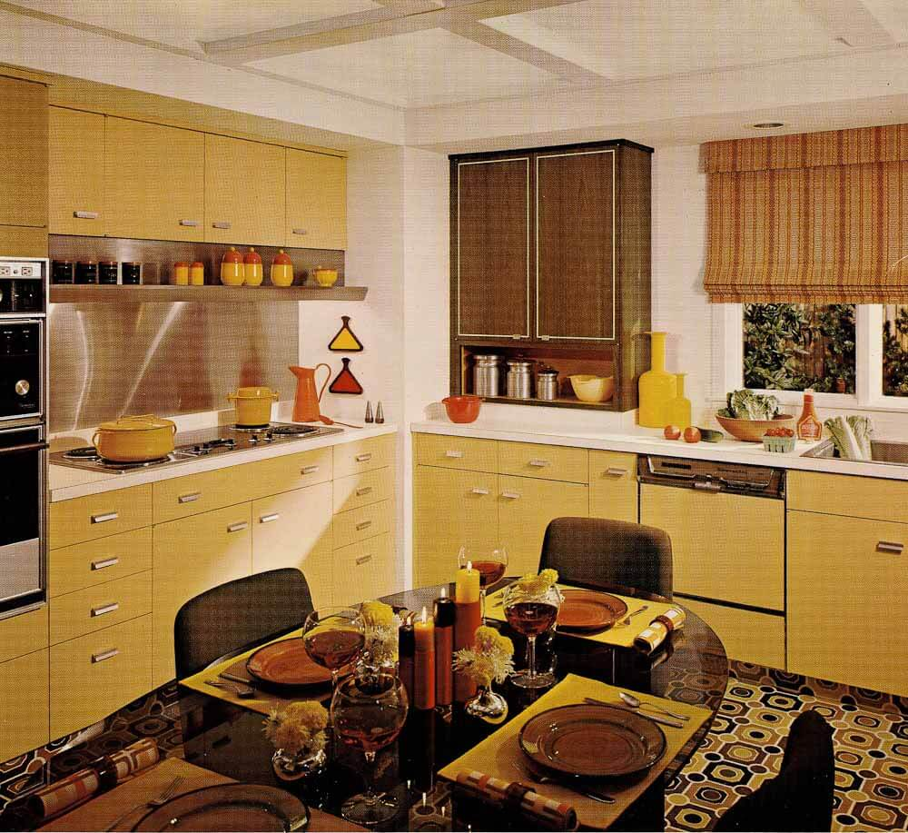 1970s kitchen design one harvest gold kitchen decorated for Kitchen design 70s