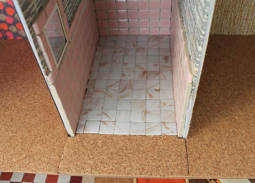 Great vintage dollhouse bathroom