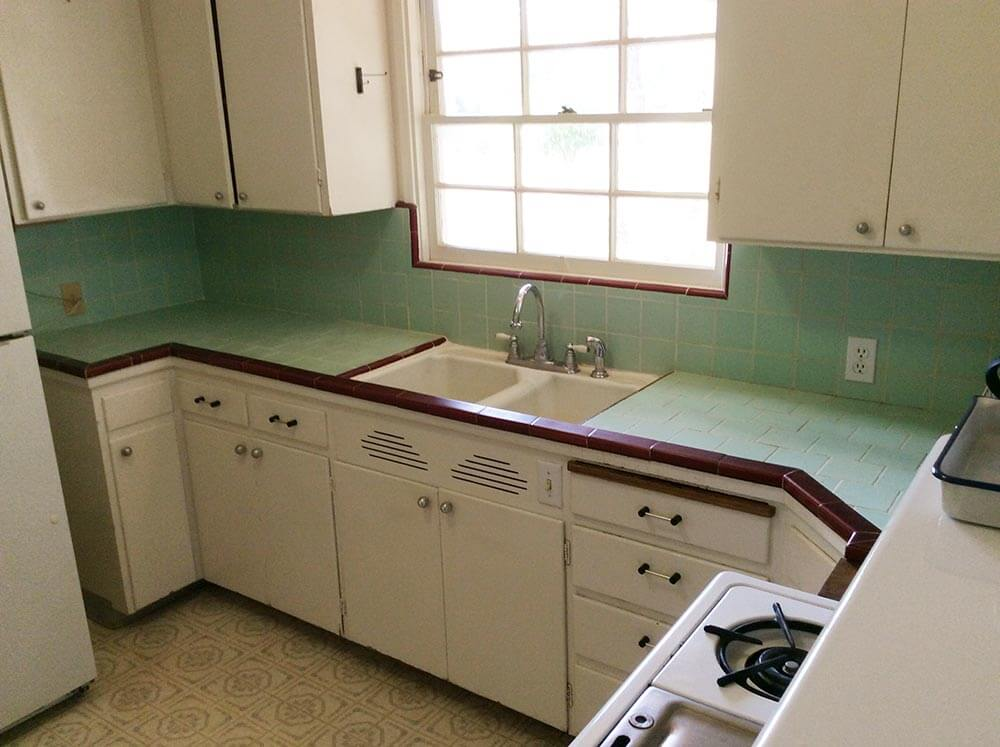 Incroyable Carolynu0027s Kitchen Looks Pretty Adorable In These Photos, But She Told Us  That 60 Year Old Tile Countertop Has U201ctwisted, Cracked And The Wood  Underneath Has ...