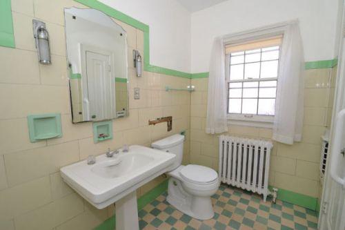 Trend vintage glass tile bathroom
