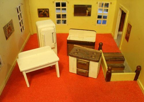 vintage-dollhouse-furniture-1-2