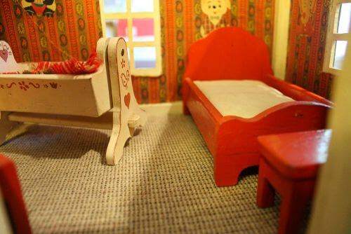 vintage-dollhouse-furniture-6
