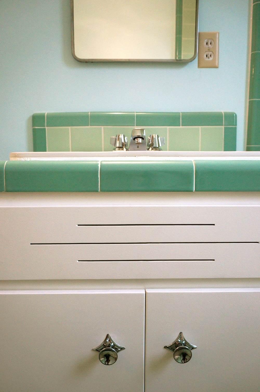 Trend vintage mint green bathroom