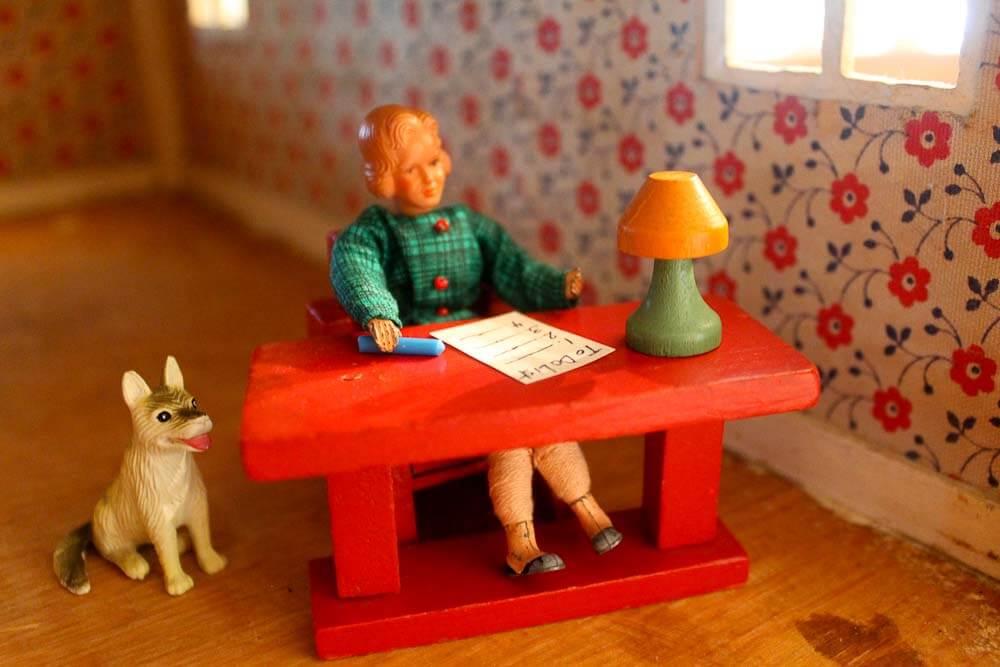 decorating a vintage dollhouse