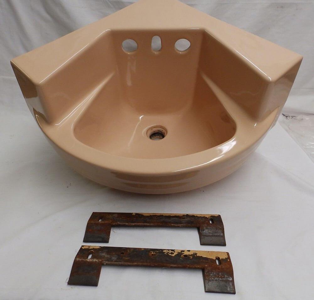 Odd & wonderful vintage corner bathroom sink - Retro Renovation