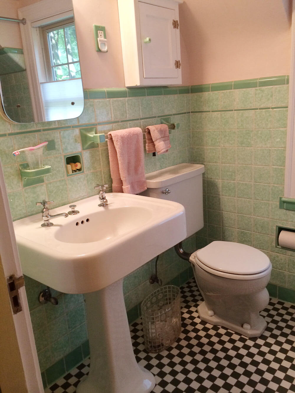 See jane design a vintage style green and pink tile for Vintage bathroom photos