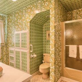 1970s wallpapered bathroom