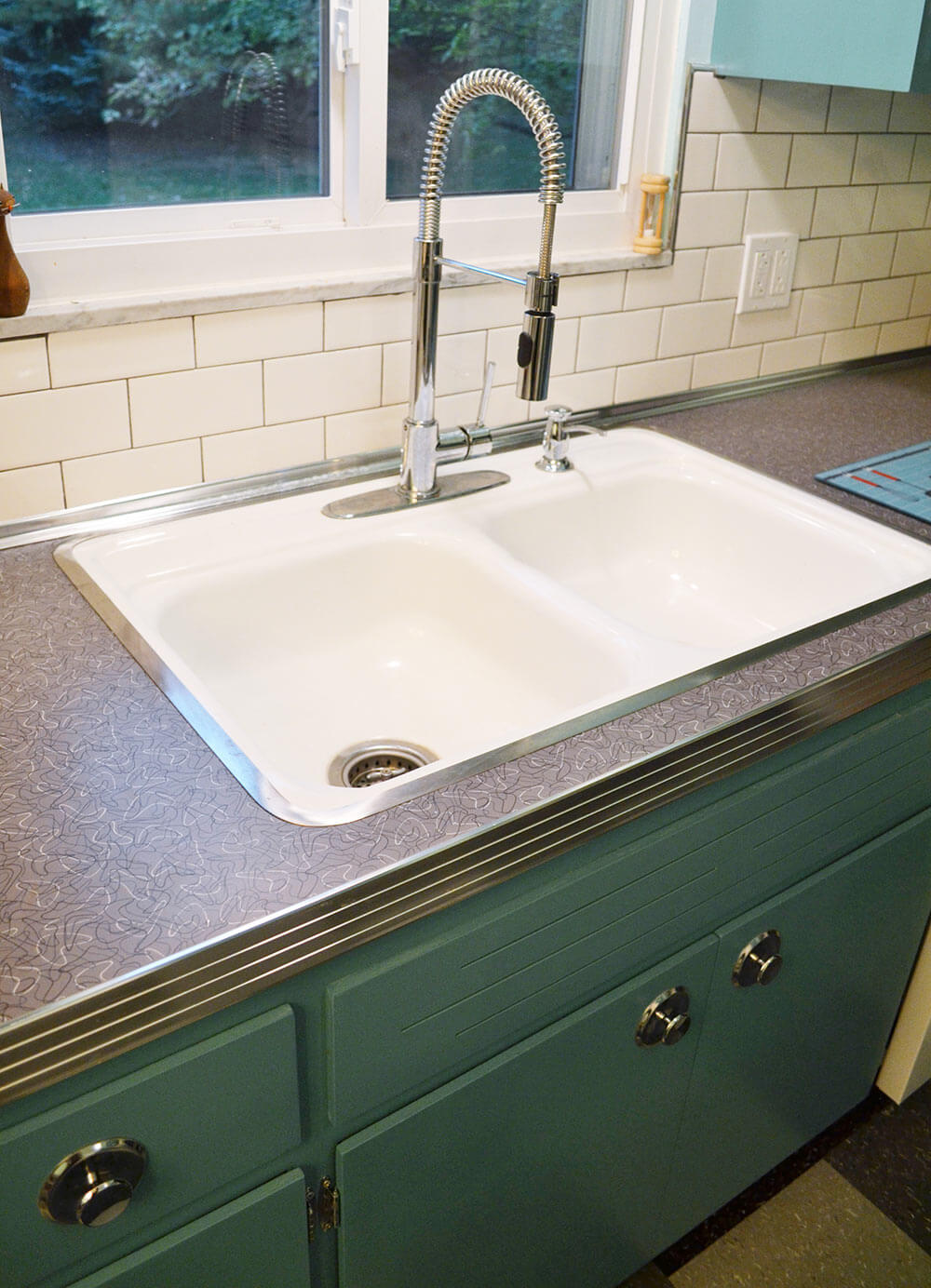Retro Kitchen Sink Interior Home Design